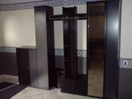 Neuwertige Garderobe in dunkelblau/schwarz, 250 €