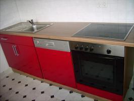 neuwertige rote lack k che in bremen rot k chenzeile. Black Bedroom Furniture Sets. Home Design Ideas