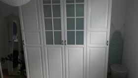 Neuwertiger Kleiderschrank von IKEA in weiß