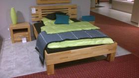 Neuwertiges Massiv-Bett