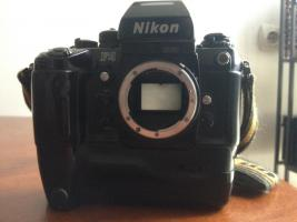 Nikon F4E mit MB-23