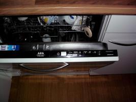 Foto 5 Nobilia Küche in glanz weiss, Whirlpool und AEG Geräte