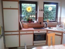 Foto 2 Nolte Einbauküche mit Tisch und 5 Stühlen