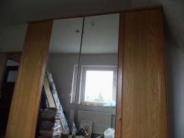 Foto 22 Nur an Selbstabholer biete Sofa Sessel, Stehlampe, Schrank, Esszimmer Tisch, Gasherd, Kleiderschrank