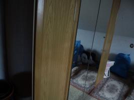 Foto 24 Nur an Selbstabholer biete Sofa Sessel, Stehlampe, Schrank, Esszimmer Tisch, Gasherd, Kleiderschrank