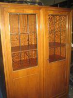 Nussbaumschränke mit Glastüren