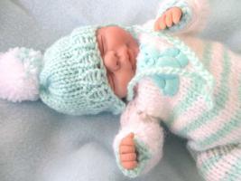 Foto 2 OOAK Baby handmodelliert 21cm groß Unikat Minischeibengelekkörper Zertifikat