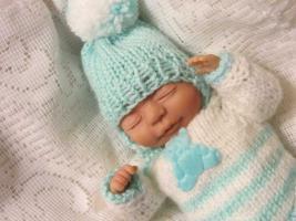 Foto 3 OOAK Baby handmodelliert 21cm groß Unikat Minischeibengelekkörper Zertifikat