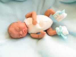 Foto 4 OOAK Baby handmodelliert 21cm groß Unikat Minischeibengelekkörper Zertifikat