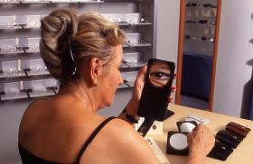 Foto 2 OPTIK spez. Spiegel für Brillen- bzw. Kontaklinsenträgerinnen