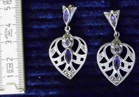 Ohranhänger aus Sterling Silber mit eingelassenen Amethyst