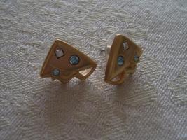 Ohrringe mit Steinen