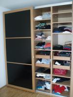 Foto 2 PAX-Kleiderschrank mit schwarzen Glasschiebetüren