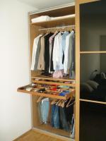 Foto 3 PAX-Kleiderschrank mit schwarzen Glasschiebetüren