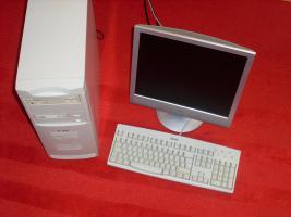 PC mit Flachbildschirm zu verkaufen