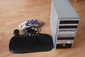 PC mit Logitech-Funk-Tastatur/Maus-Set