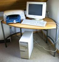 PC - Rechner - Monitor - Tastatur - Drucker - einschl. Tisch