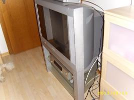 PHILIPS-Fernseher mit passendem TV-Tisch