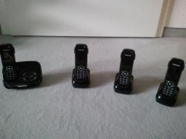 Panasonic Telefon mit Anrufbeantworter und 3 Mobilteilen