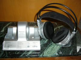 Foto 2 Panasonic_Digitaler Funk-Kopfhörer_30 meter rauschfreier Empfang_Extra-Bass