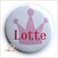 Persönlicher Button Brosche mit Namen, button, namensbutton, anstecknadel, brosche, pins, wm