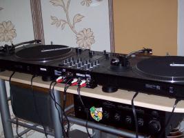 Plattenspieler der marke Reloop plus Mixer u. Verstärker