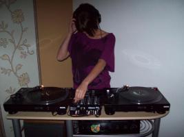 Foto 2 Plattenspieler der marke Reloop plus Mixer u. Verstärker