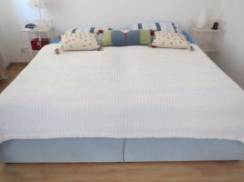 Polster-Doppelbett