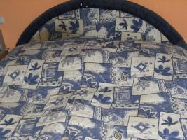 Polsterbett in blau-beige