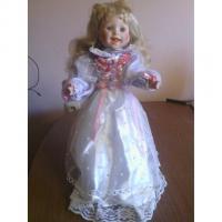 Porzelanpuppe 45cm lange blonde Haare weißes langes Kleid