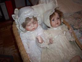 Porzellanpuppen mit Puppenwagen