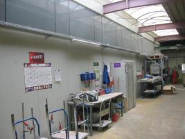 Foto 2 Produktionsgebaeude mit vorgelagertem 2-geschoss.Buerotrakt