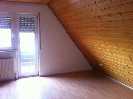 Provisionsfrei!!   Schicke Dachgeschoßwohnung mit Holzdecken und Laminatfussböden