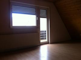 Foto 2 Provisionsfrei!!   Schicke Dachgeschoßwohnung mit Holzdecken und Laminatfussböden