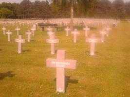 Foto 4 R Spies Reportagen : Kriegs Kr�ber, deutscher Soldaten , semper fi, ysselstein niederlande Gr�ber besch�digt,