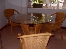 Rattanessecke mit rundem Tisch und 3 Stühlen zum 27.12.2012 zu verkaufen