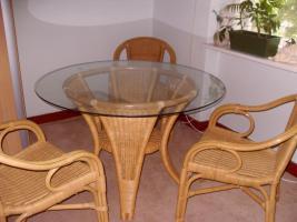 Foto 2 Rattanessecke mit rundem Tisch und 3 Stühlen zum 27.12.2012 zu verkaufen