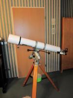Refraktor-Teleskop mit Stativ