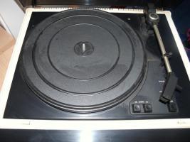 Robtron Schallplattenspieler mit Radio