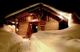 Foto 3 Romantische-Campingplätze.de mit Lagerfeueratmosphäre im Mondschein hier buchen