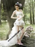 Romantisches Vokuhila Brautkleid mit Blumen