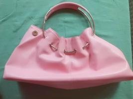 Foto 2 Rosa Handtasche mit Metallhenkel und Magnetverschluss