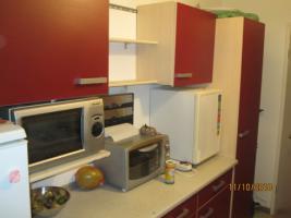 Rot/beige Einbauküche mit E-Geräten günstig zu verkaufen