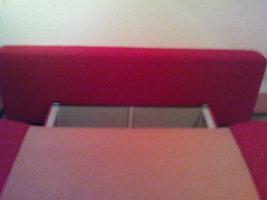 Foto 4 Rot-orangefarbenes Schlafsofa mit Kissen und Bettkasten