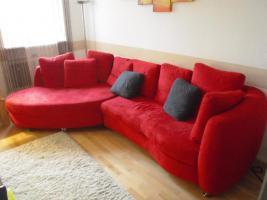 Rotes Sofa mit Umbau zum Bett inkl. Kissen
