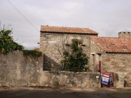 Foto 2 Rüstikales Renovierbedürftiges Haus in Portugal