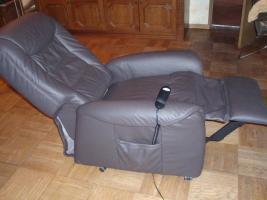 ruhesessel mit aufstehhilfe fernsehsessel mit aufstehhilfe in neuhaus sch rding von privat. Black Bedroom Furniture Sets. Home Design Ideas