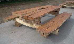 Rustikale Massivholz Sitzgarnitur aus den Alpen