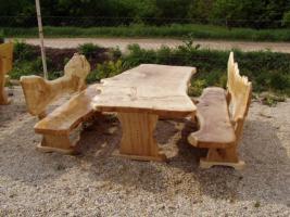 Holzmöbel garten rustikal  Rustikale Tische, Stühle, Bänke aus Massivholz, einzigartige ...