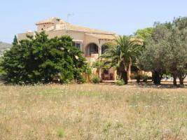 Rustikale Villa auf einem großen Grundstück in Javea